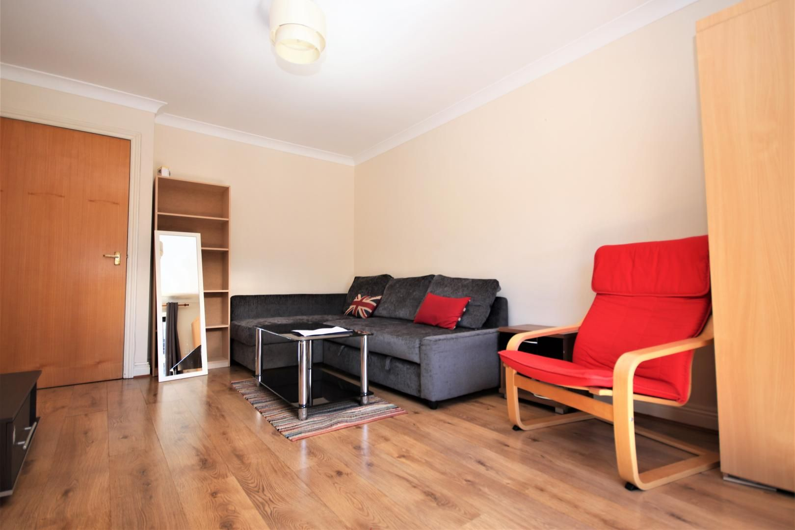 1 bed flat to rent in Brunel House  - Property Image 2