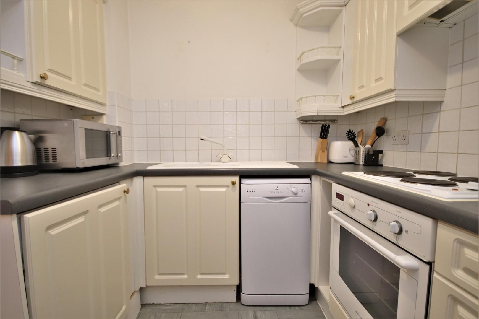 1 bed flat to rent in Brunel House  - Property Image 6
