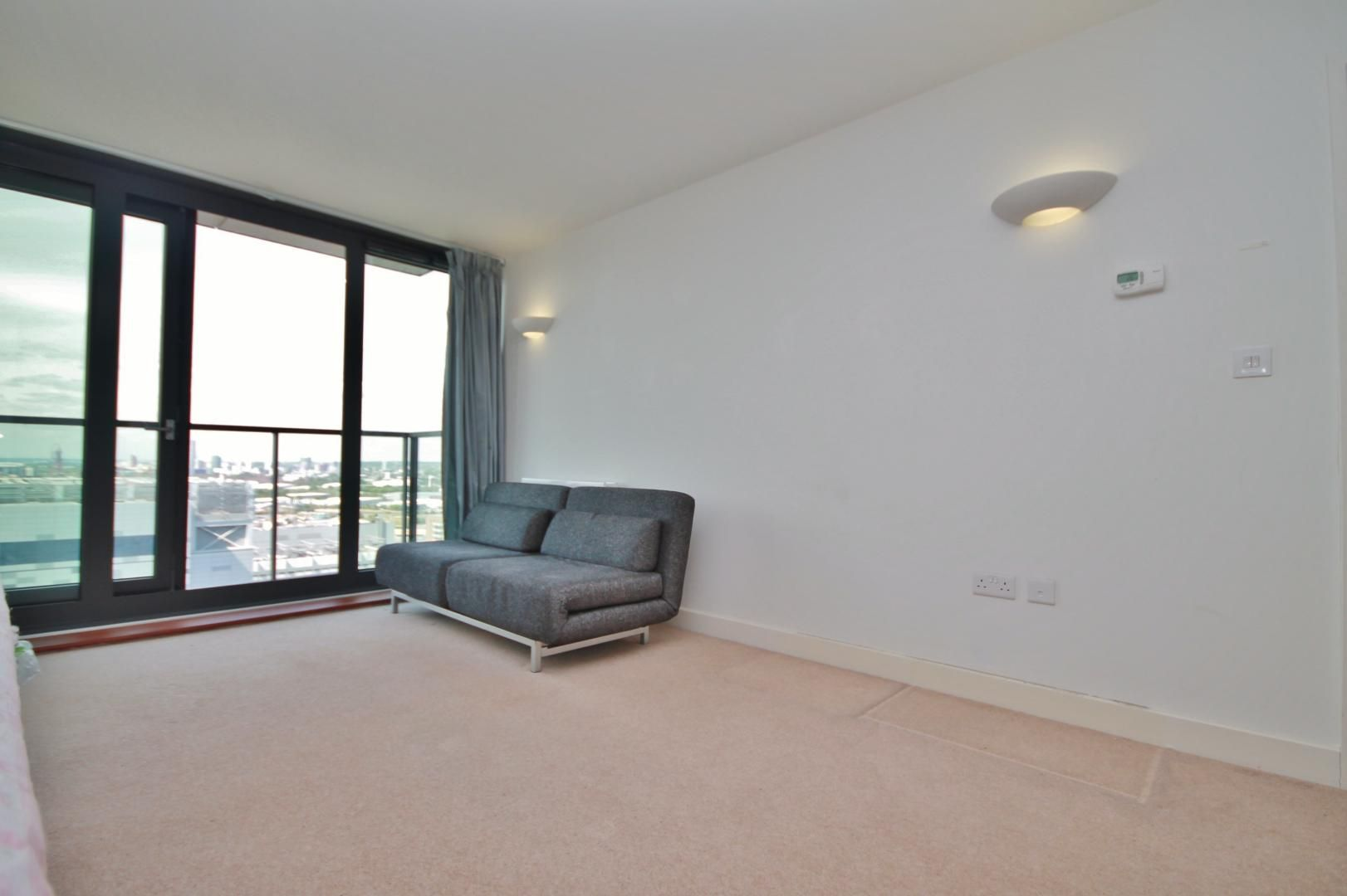 1 bed flat to rent in Blackwall Way  - Property Image 12