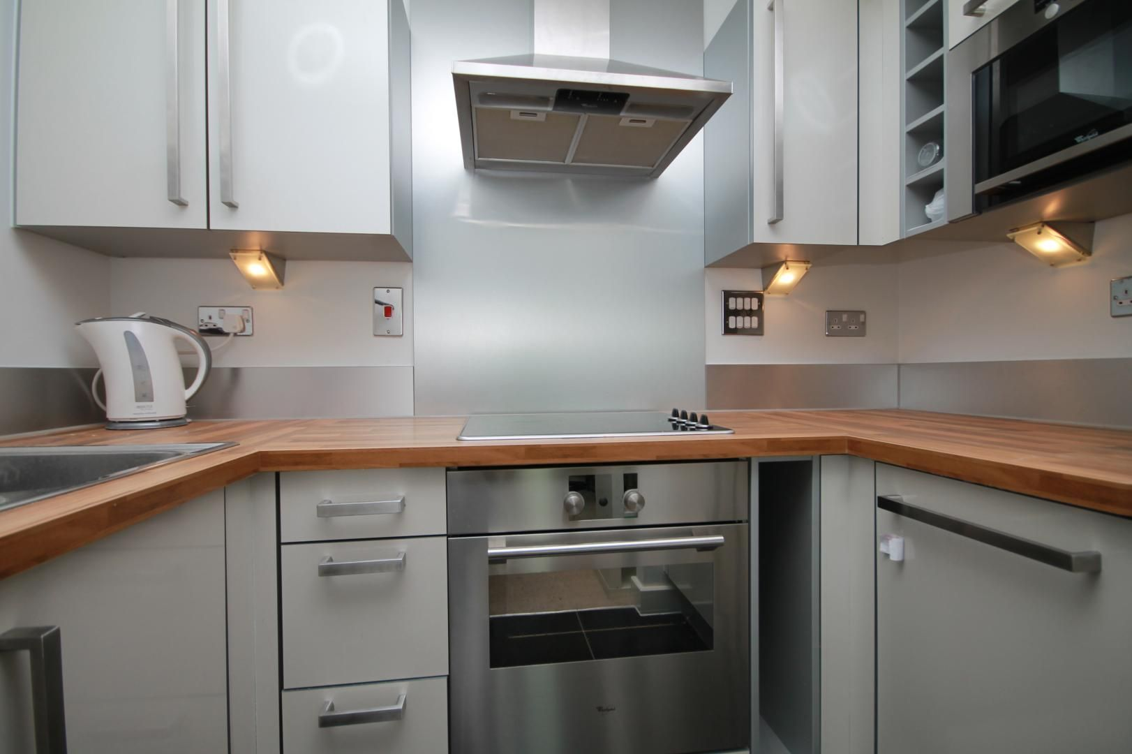 1 bed flat to rent in Blackwall Way  - Property Image 10