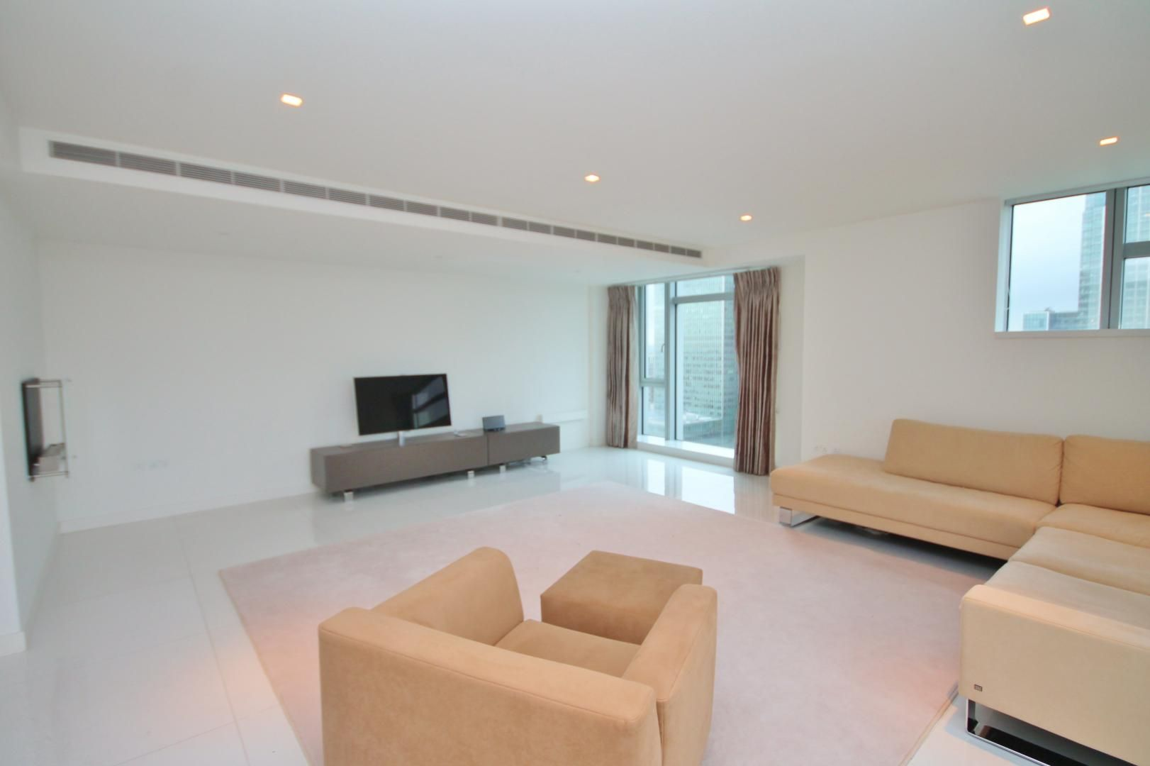 3 bed flat to rent in Pan Peninsula Square  - Property Image 2