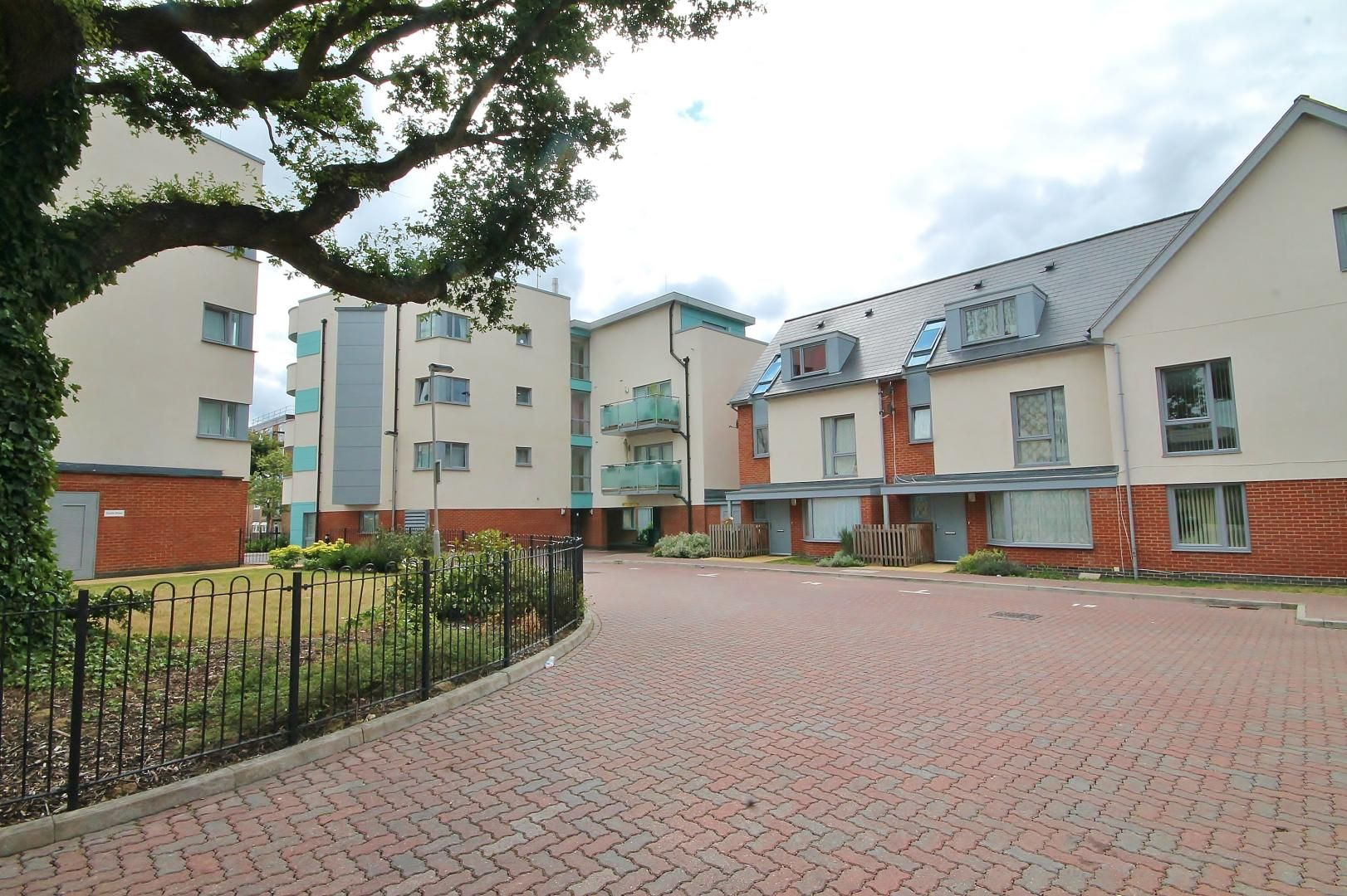 1 bed flat for sale in Station Way  - Property Image 11