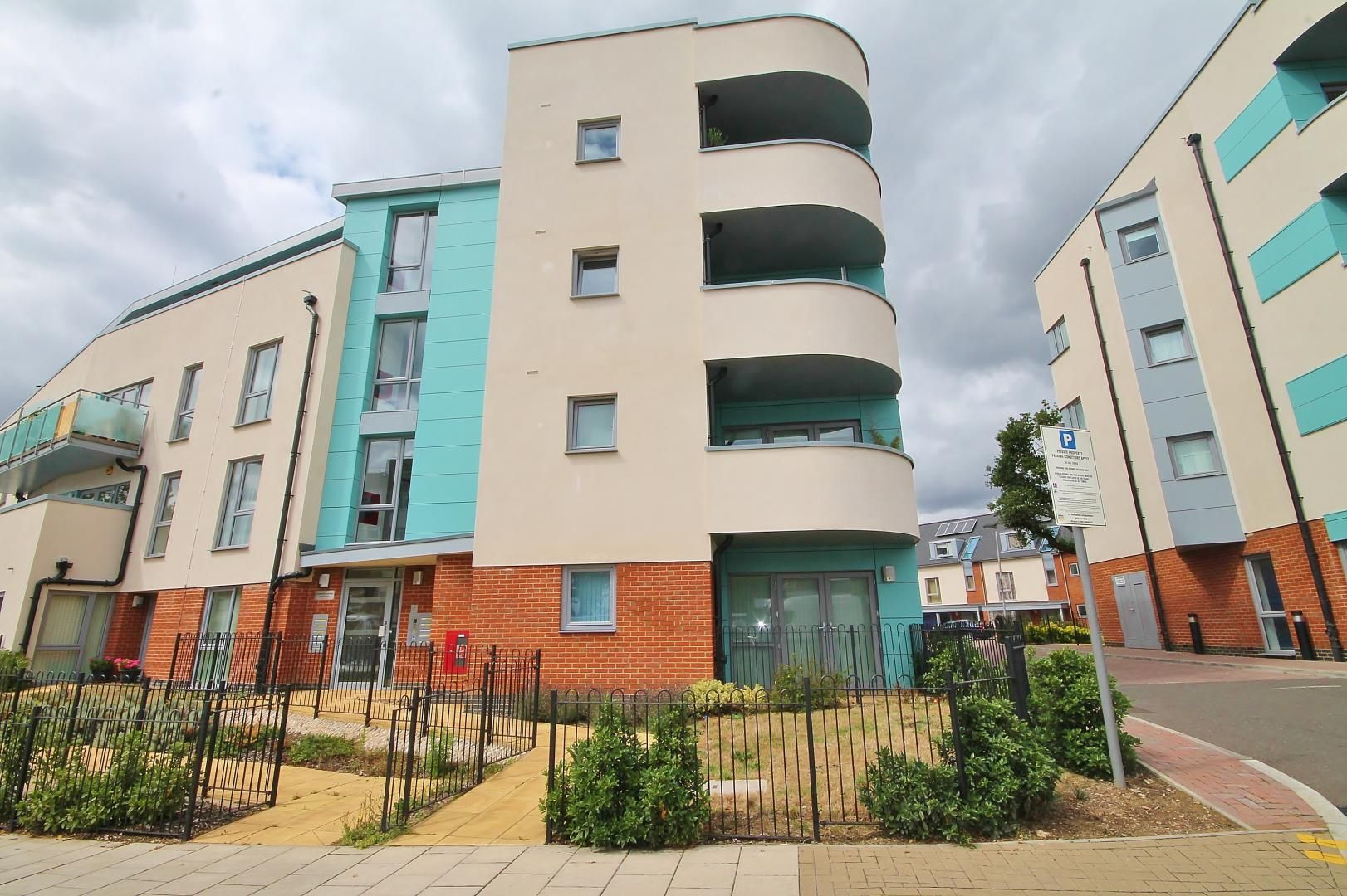 1 bed flat for sale in Station Way  - Property Image 9