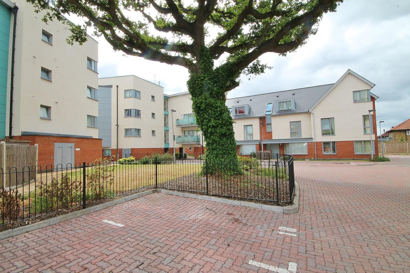 1 bed flat for sale in Station Way  - Property Image 10