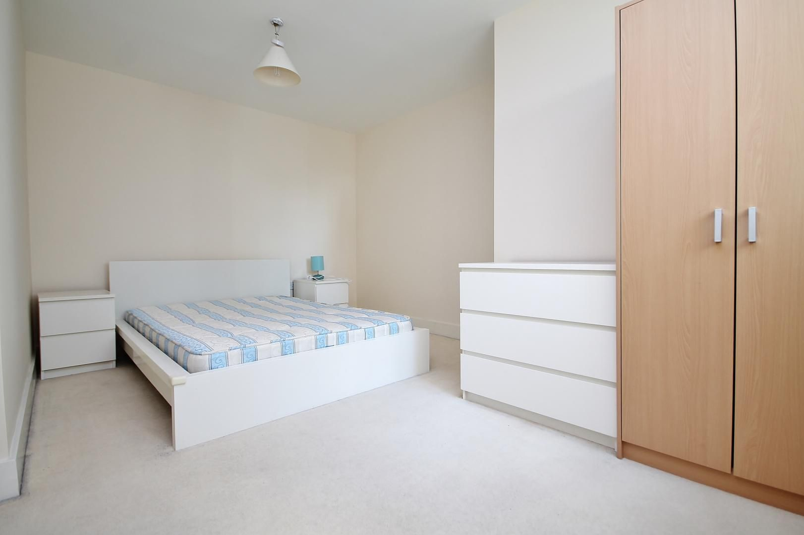 2 bed flat for sale in Millharbour  - Property Image 4