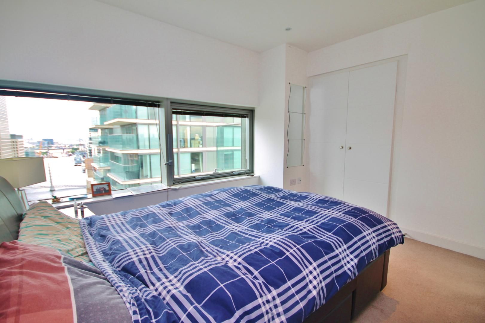 2 bed flat to rent in Marsh Wall  - Property Image 9