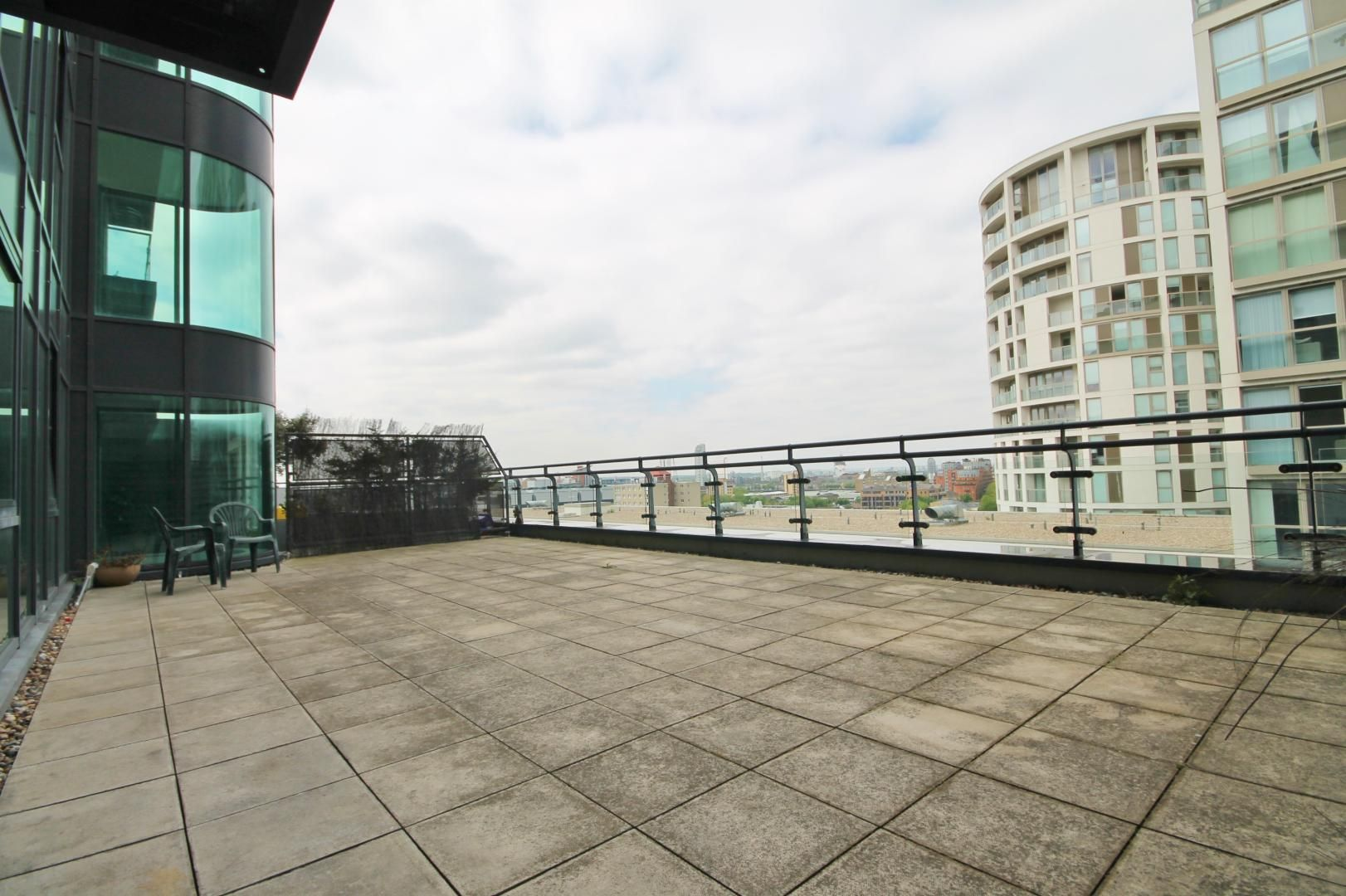 2 bed flat to rent in Millharbour, E14