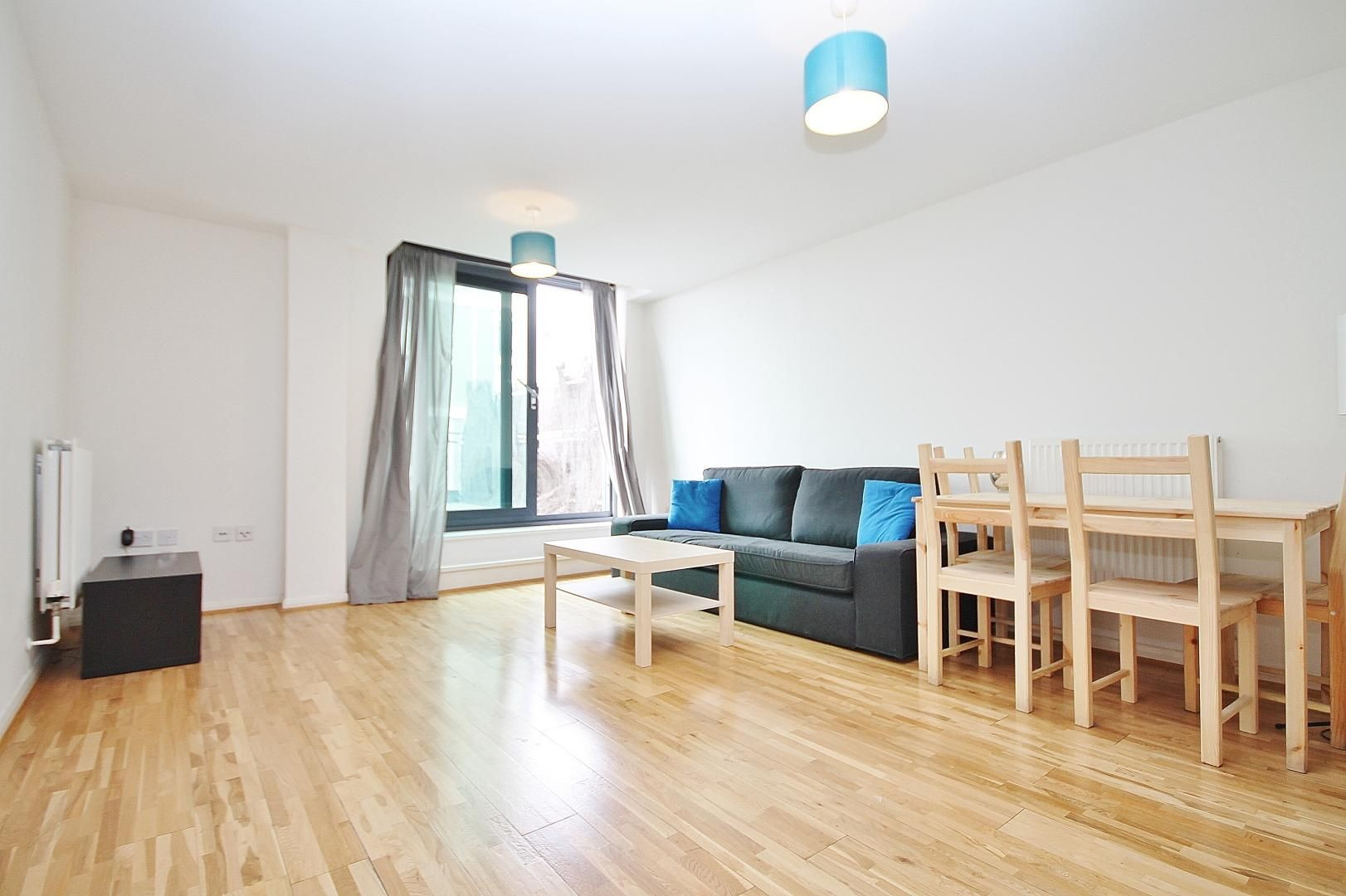 2 bed flat to rent in Millharbour  - Property Image 2