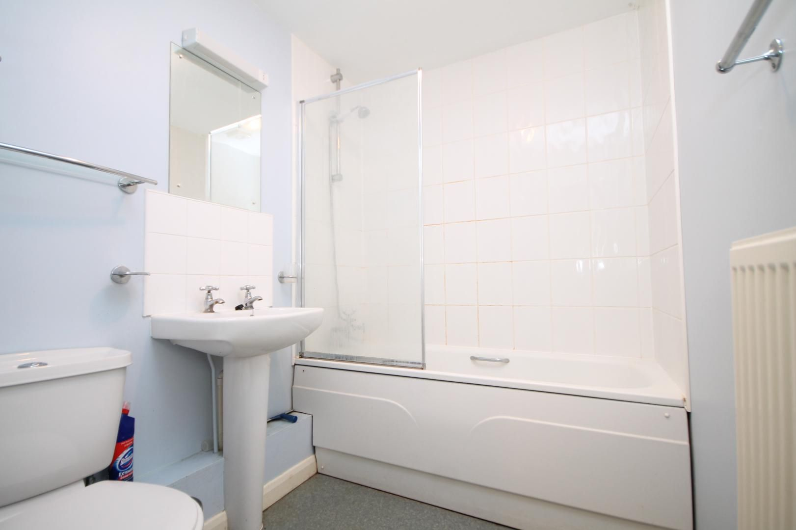 2 bed flat to rent in Millharbour  - Property Image 7