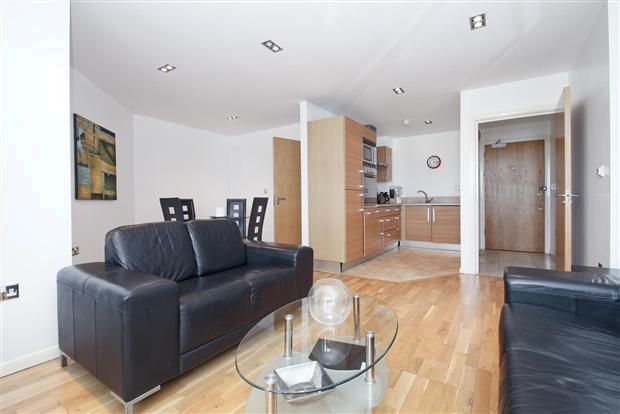 1 bed flat to rent in Limeharbour, E14