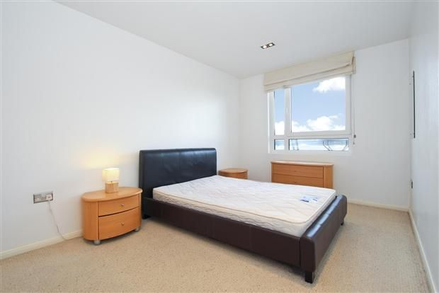 1 bed flat to rent in Limeharbour  - Property Image 6