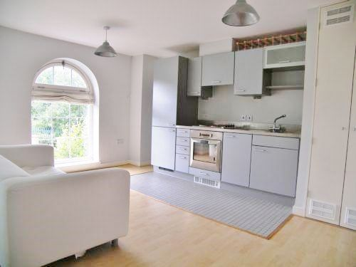 1 bed  for sale in Woolwich Manor Way  - Property Image 3
