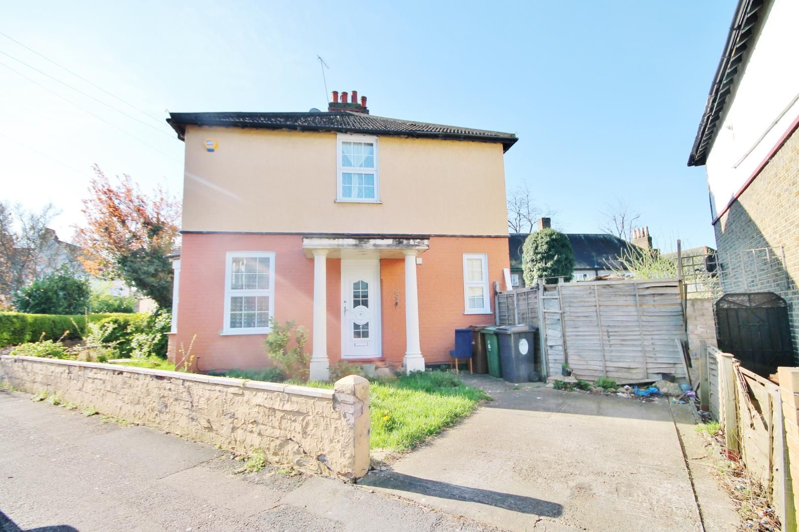2 bed house to rent in Keith Road  - Property Image 1