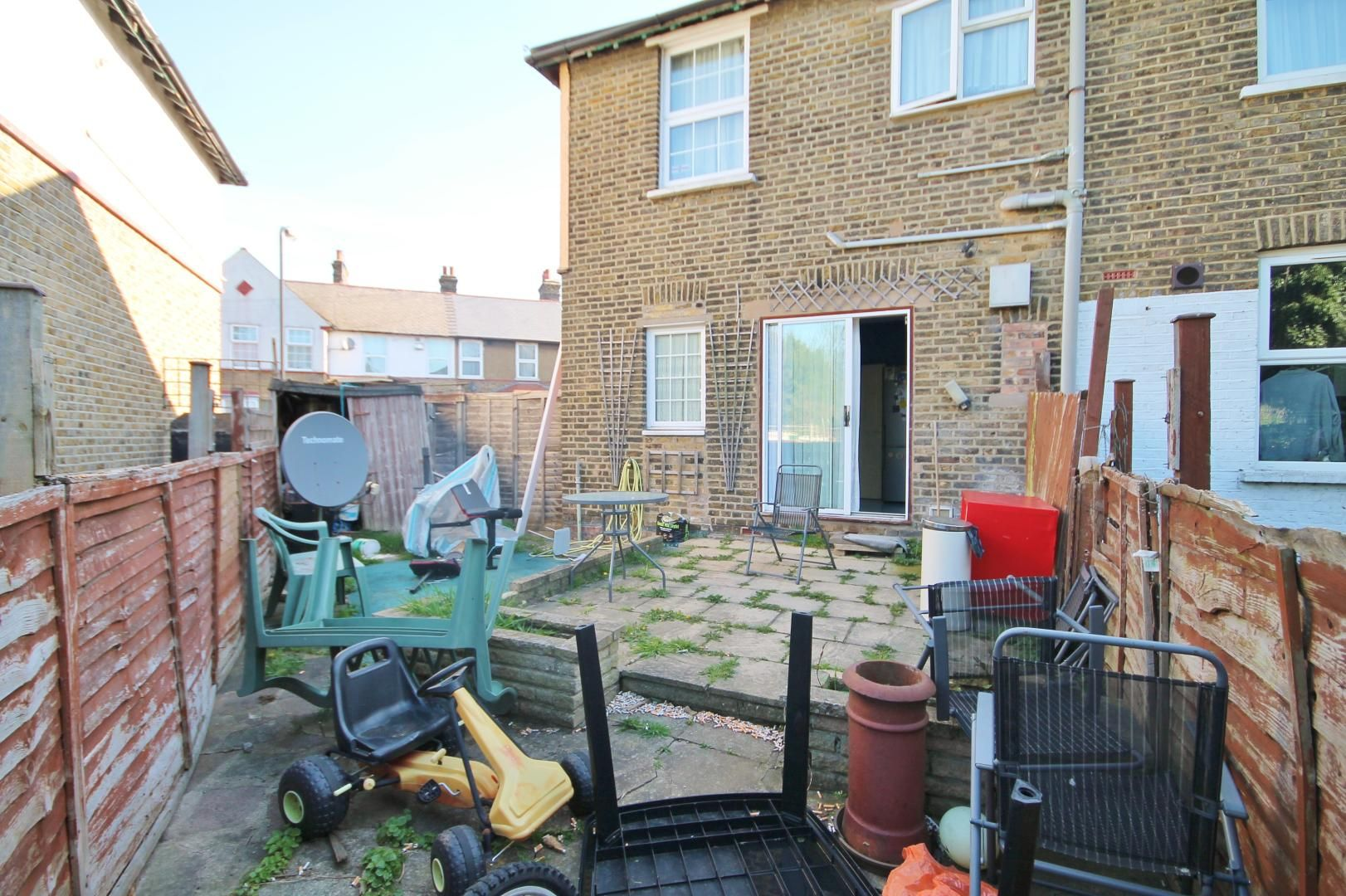 2 bed house to rent in Keith Road  - Property Image 12