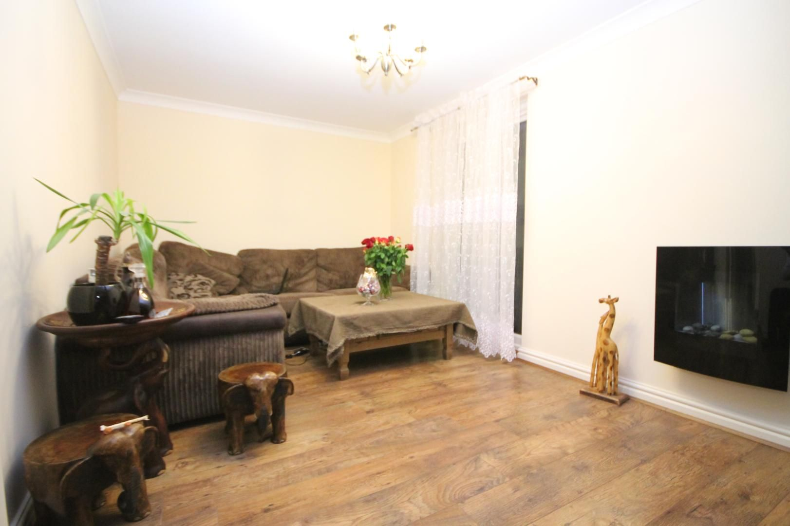 2 bed flat for sale in Thomas Cribb Mews  - Property Image 8