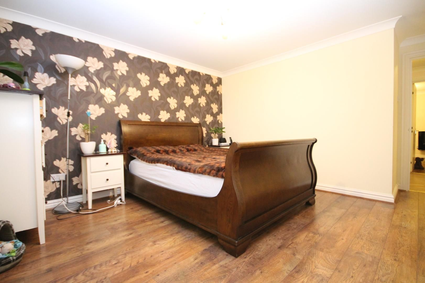 2 bed flat for sale in Thomas Cribb Mews  - Property Image 9