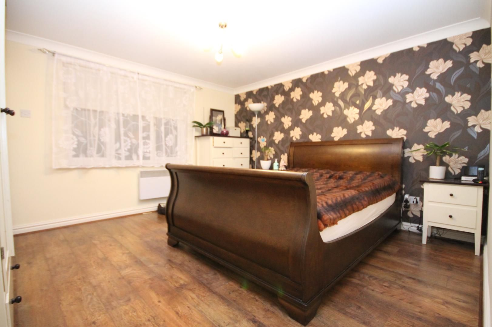 2 bed flat for sale in Thomas Cribb Mews  - Property Image 10