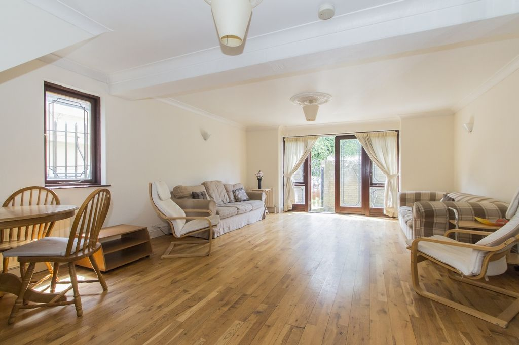 4 bed house to rent in Westferry Road  - Property Image 2