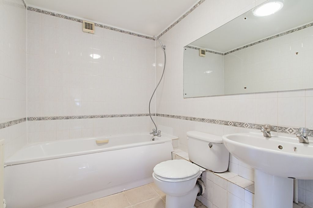 4 bed house to rent in Westferry Road  - Property Image 7