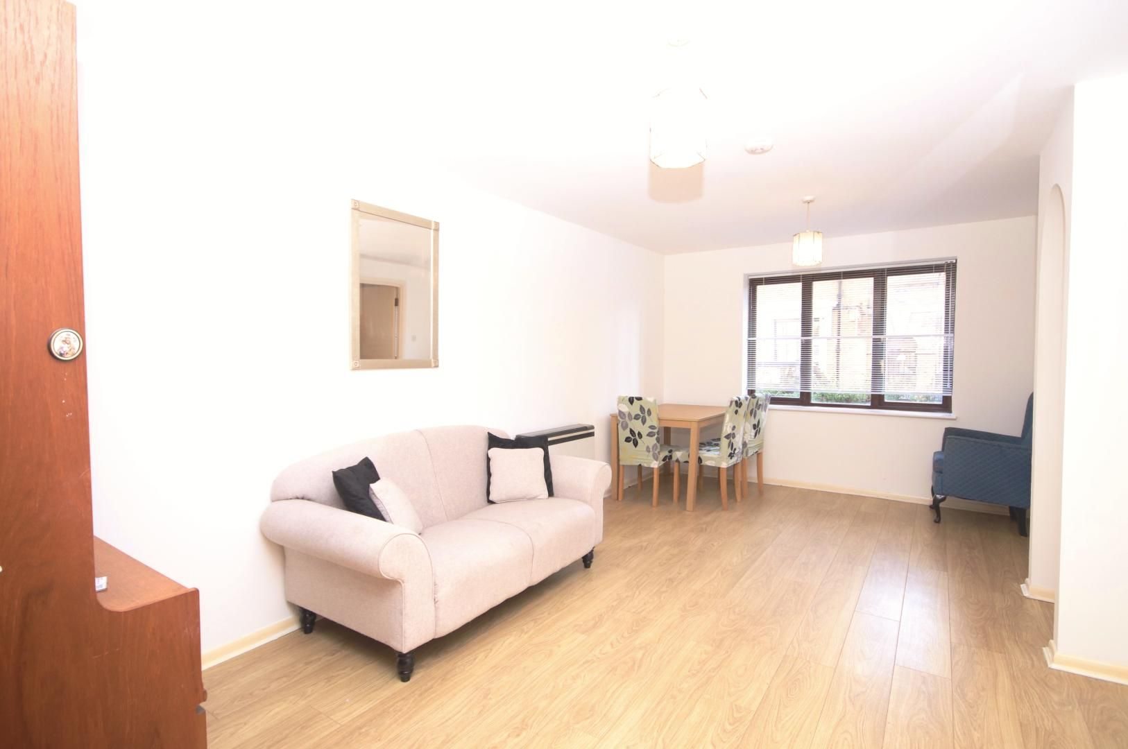 2 bed flat to rent in Transom Square  - Property Image 2
