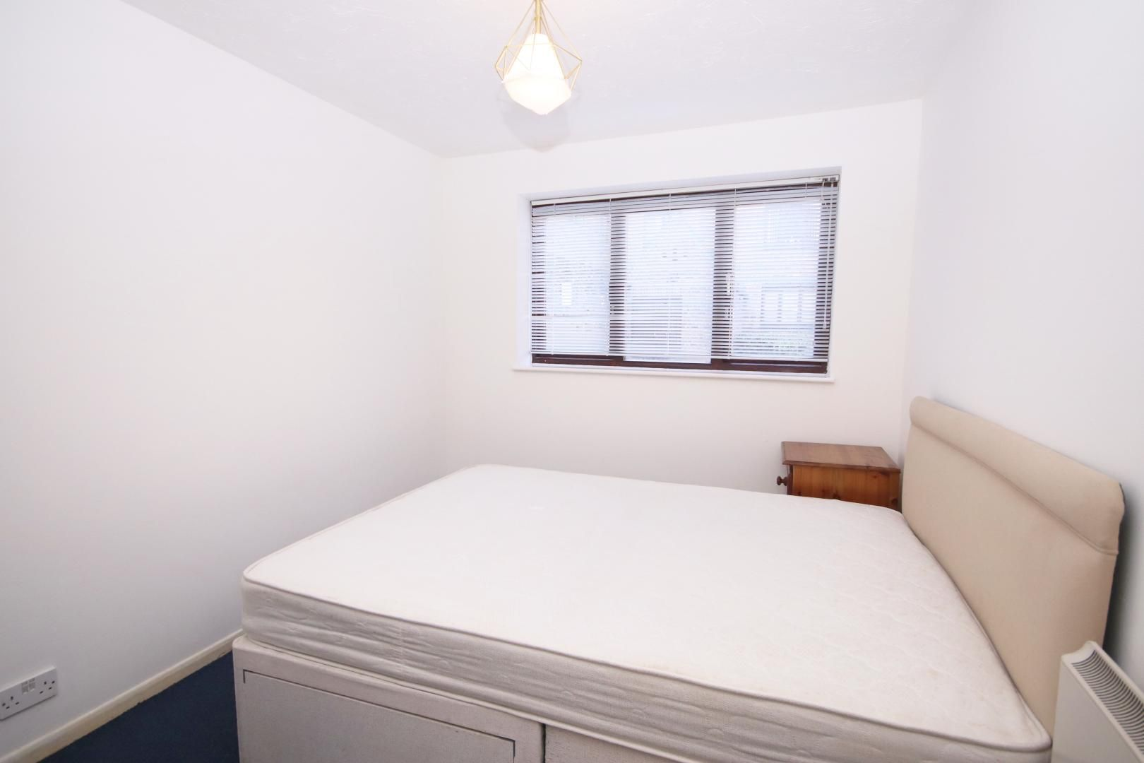 2 bed flat to rent in Transom Square  - Property Image 3