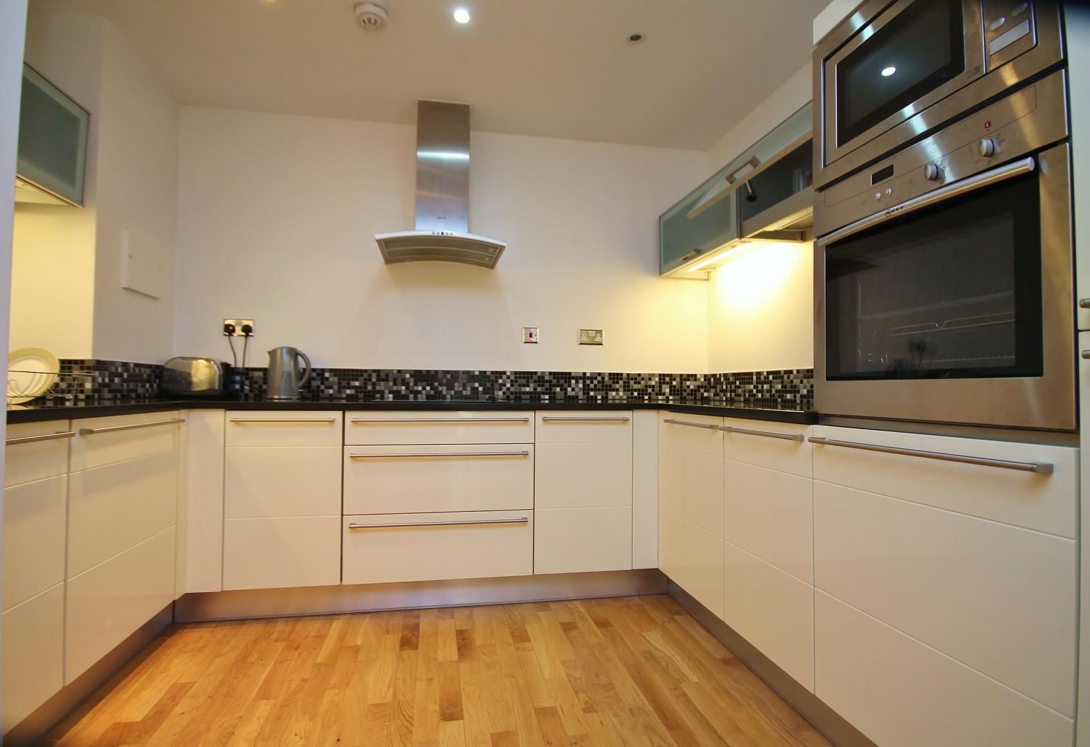 2 bed flat to rent in Millharbour  - Property Image 3