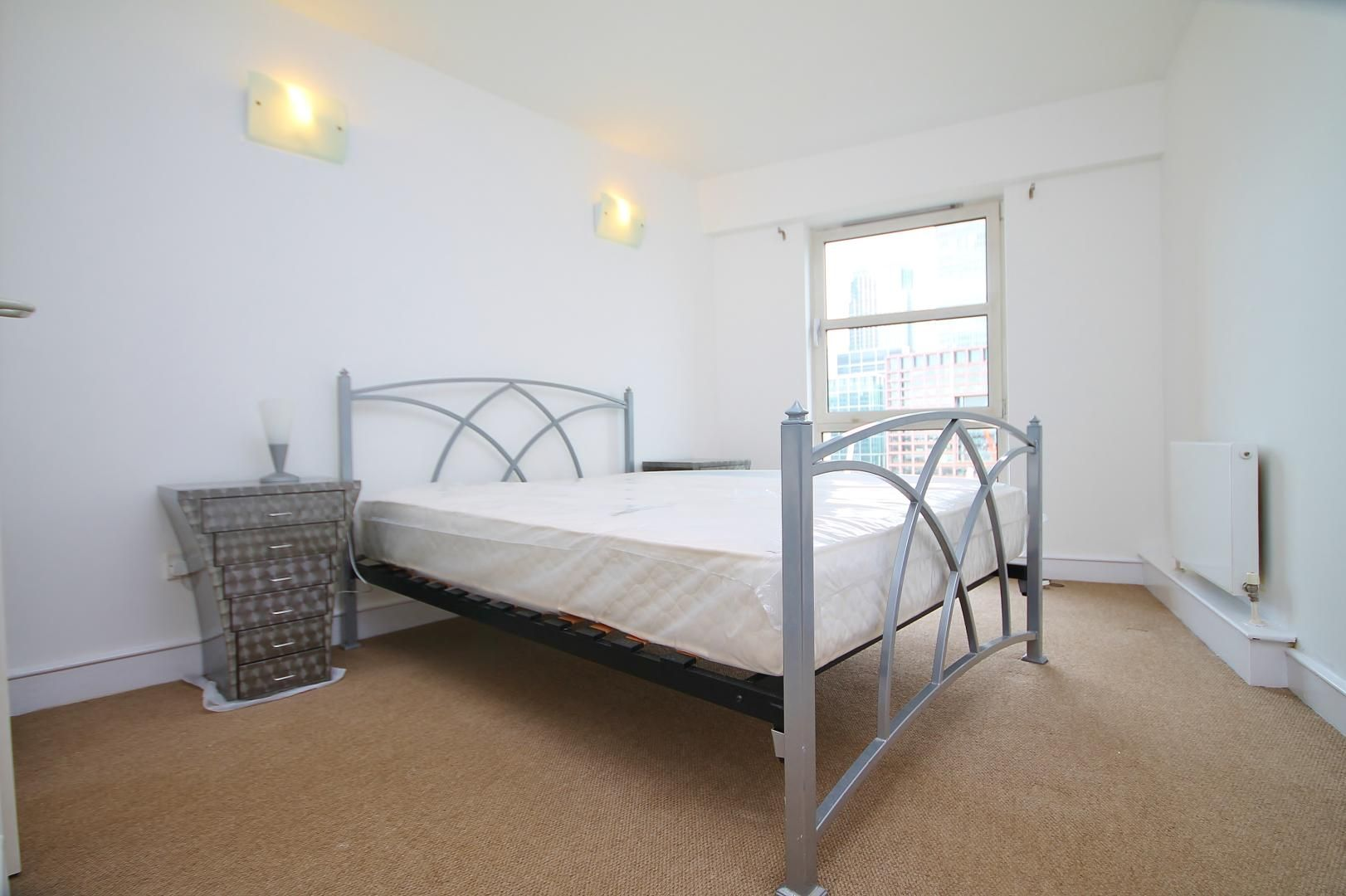 2 bed flat to rent in Westferry Road, E14
