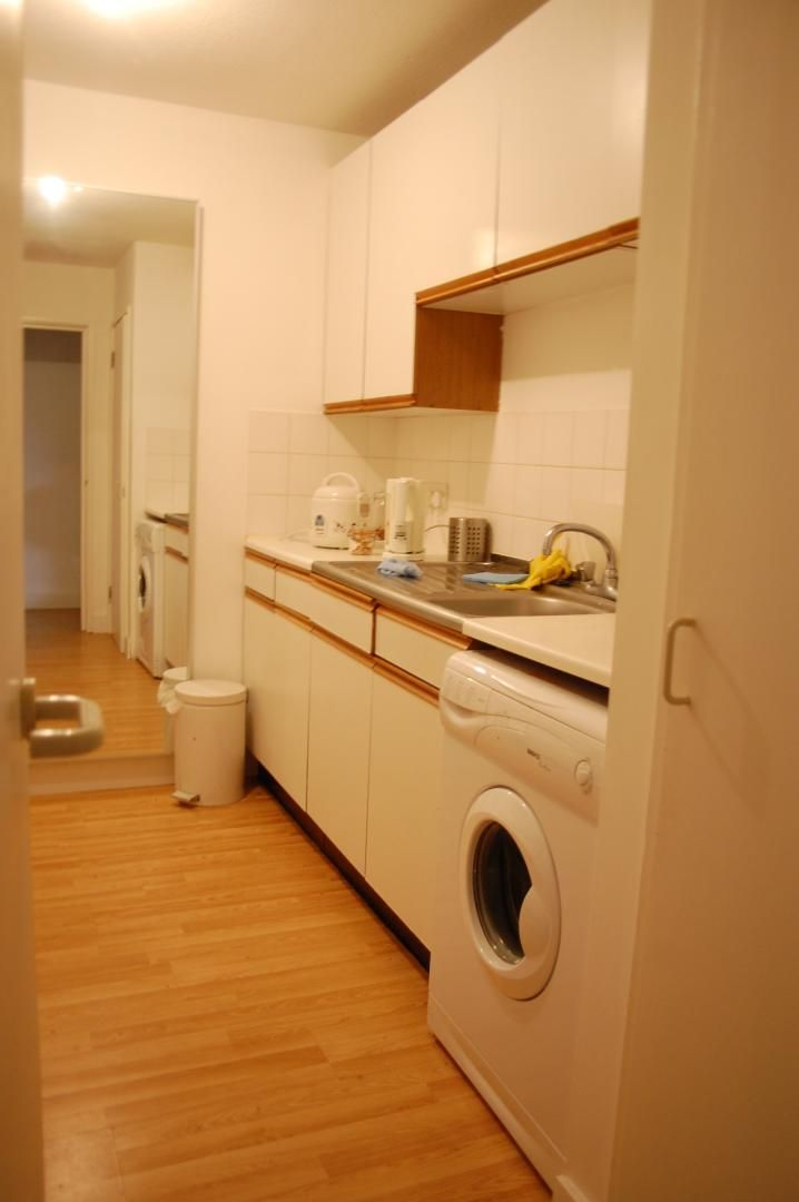to rent in Amsterdam Road  - Property Image 4