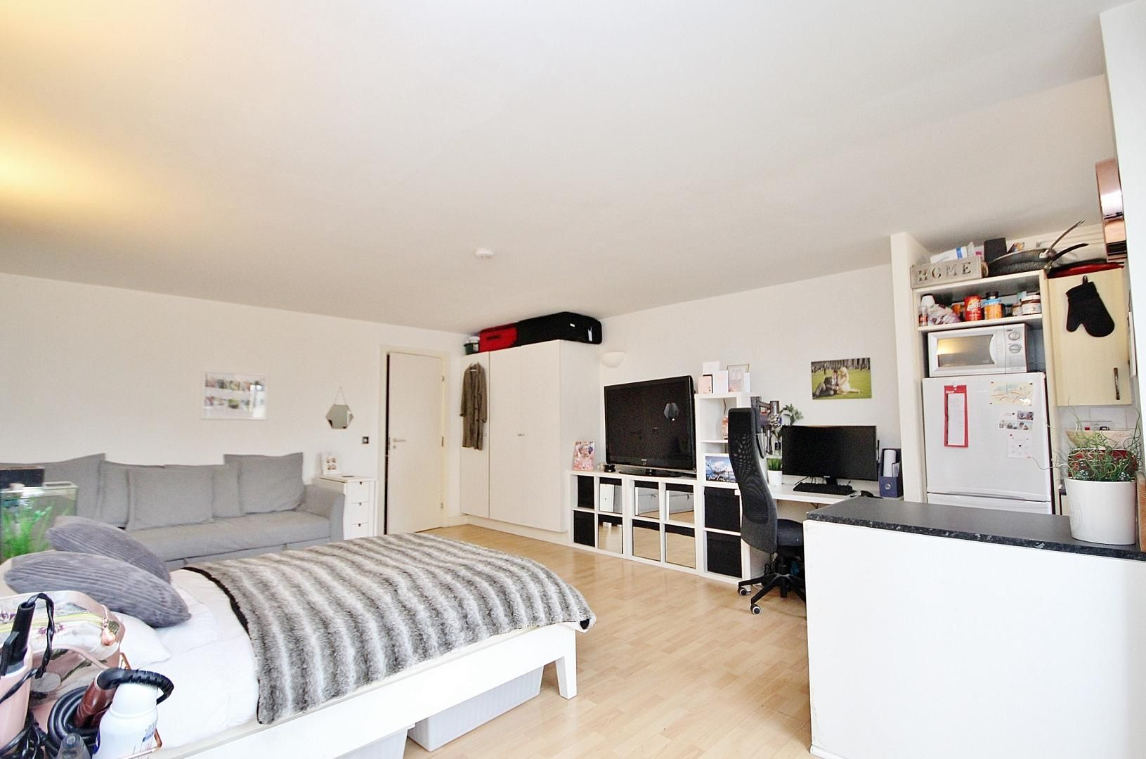 to rent in Burrells Wharf Square, E14