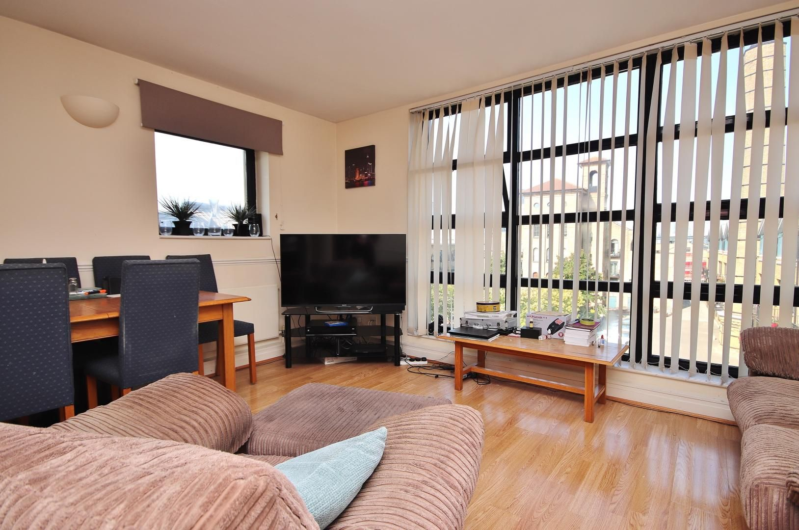 2 bed flat to rent in Chart House, E14