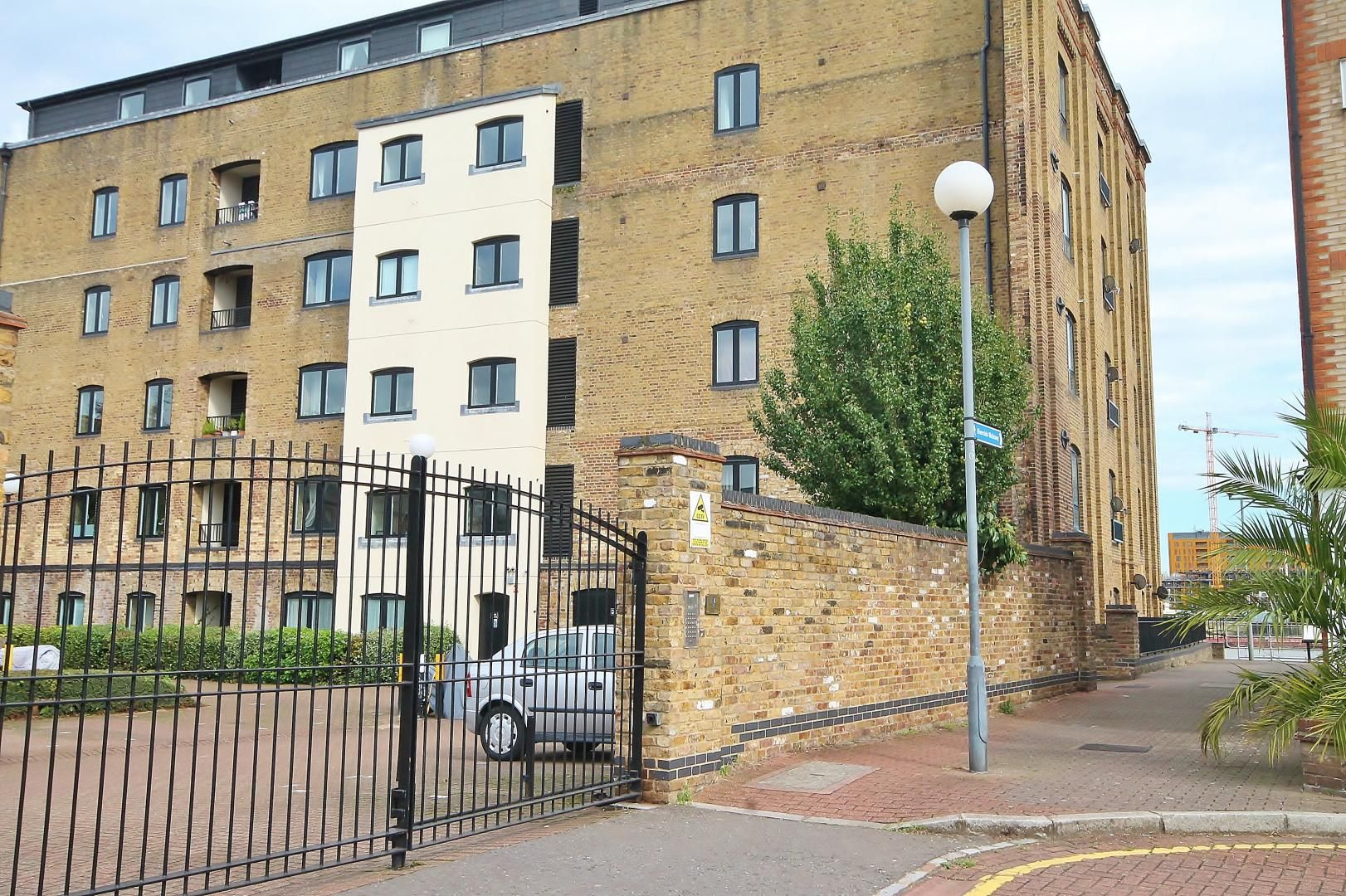 2 bed flat to rent in Cubitt Wharf  - Property Image 14