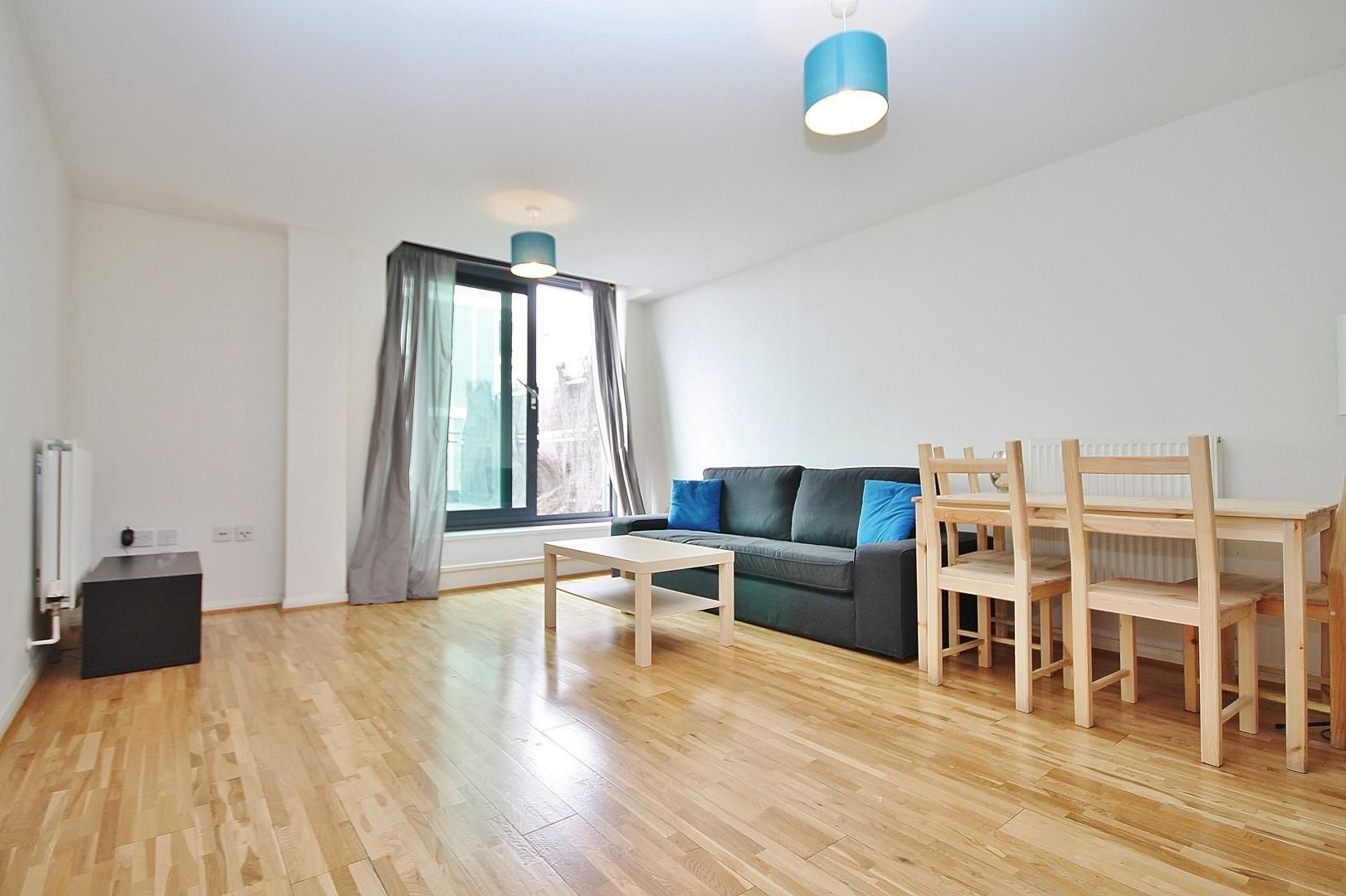 2 bed flat for sale in Millharbour  - Property Image 8