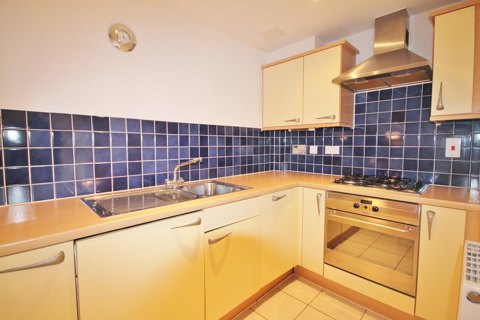 1 bed flat to rent in Barrier Point Road  - Property Image 6