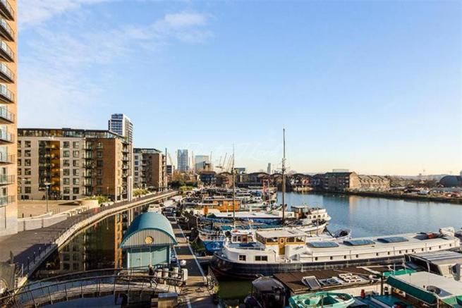 2 bed flat to rent in Boardwalk Place  - Property Image 1