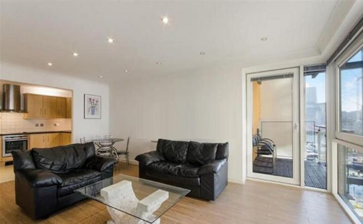 2 bed flat to rent in Boardwalk Place  - Property Image 3