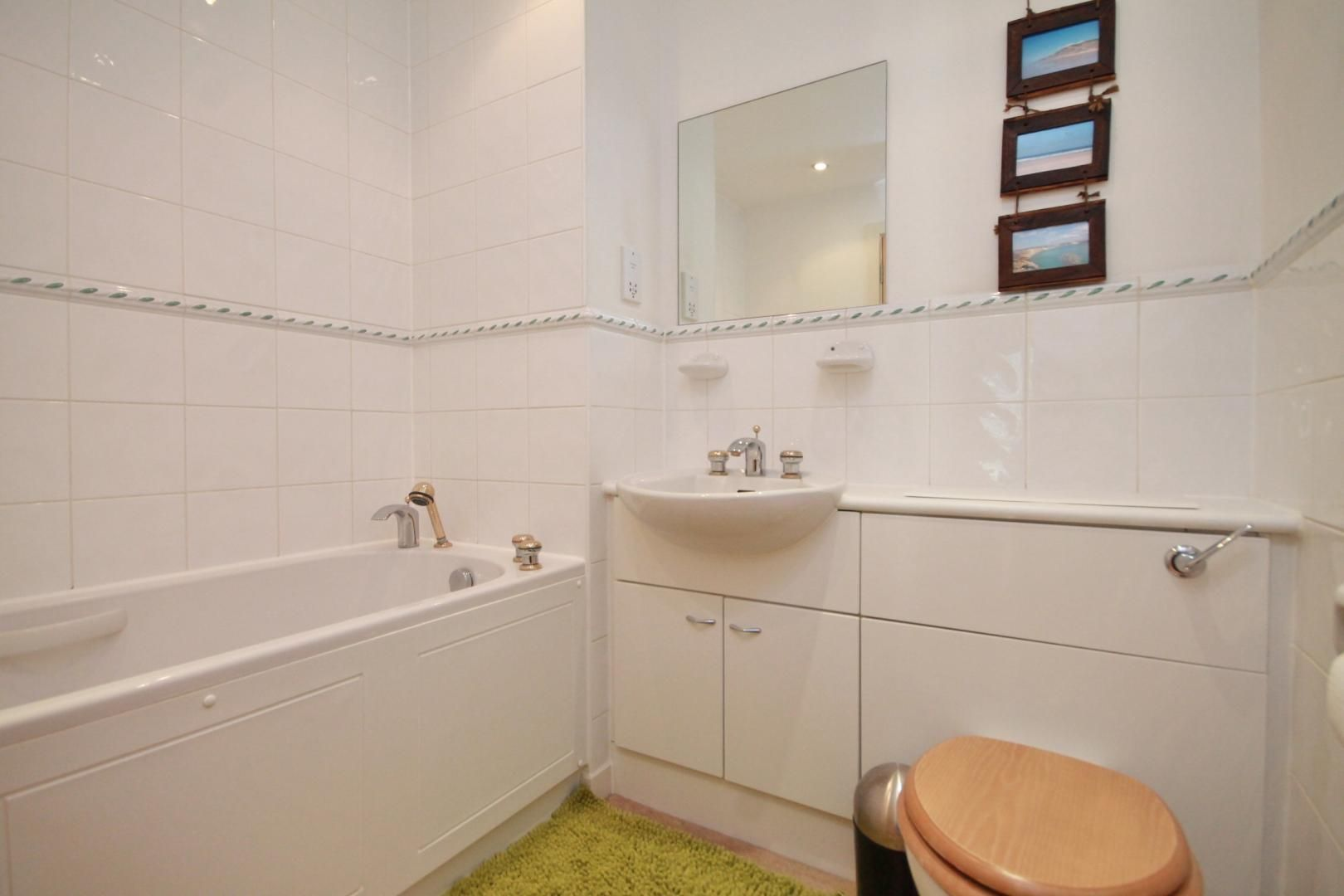 2 bed flat to rent in Boardwalk Place  - Property Image 7