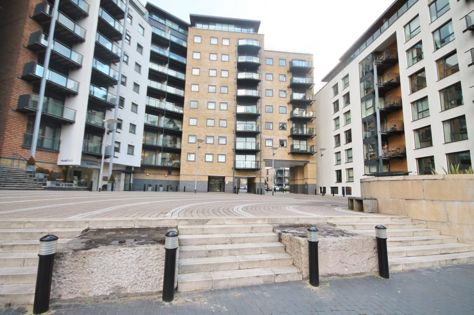 2 bed flat to rent in Boardwalk Place  - Property Image 10