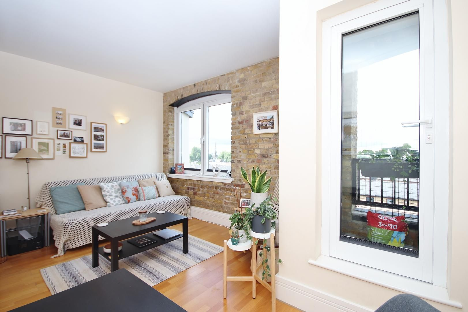 1 bed flat to rent in Cubitt Wharf  - Property Image 2