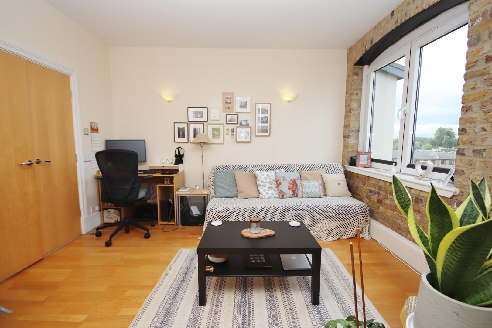 1 bed flat to rent in Cubitt Wharf  - Property Image 3