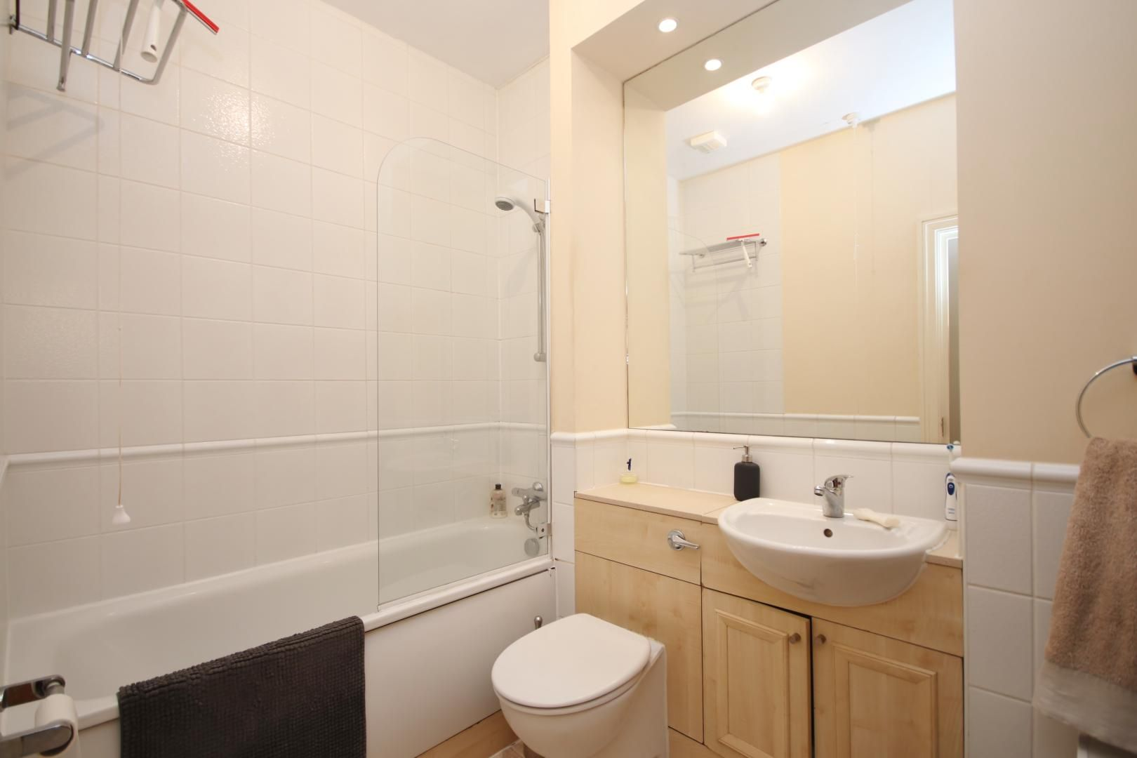 1 bed flat to rent in Cubitt Wharf  - Property Image 8