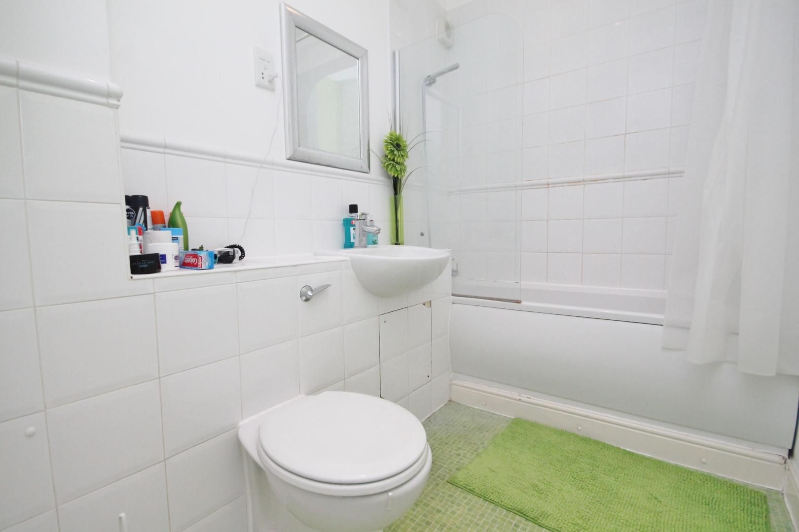 2 bed flat to rent in Felixstowe Court  - Property Image 1