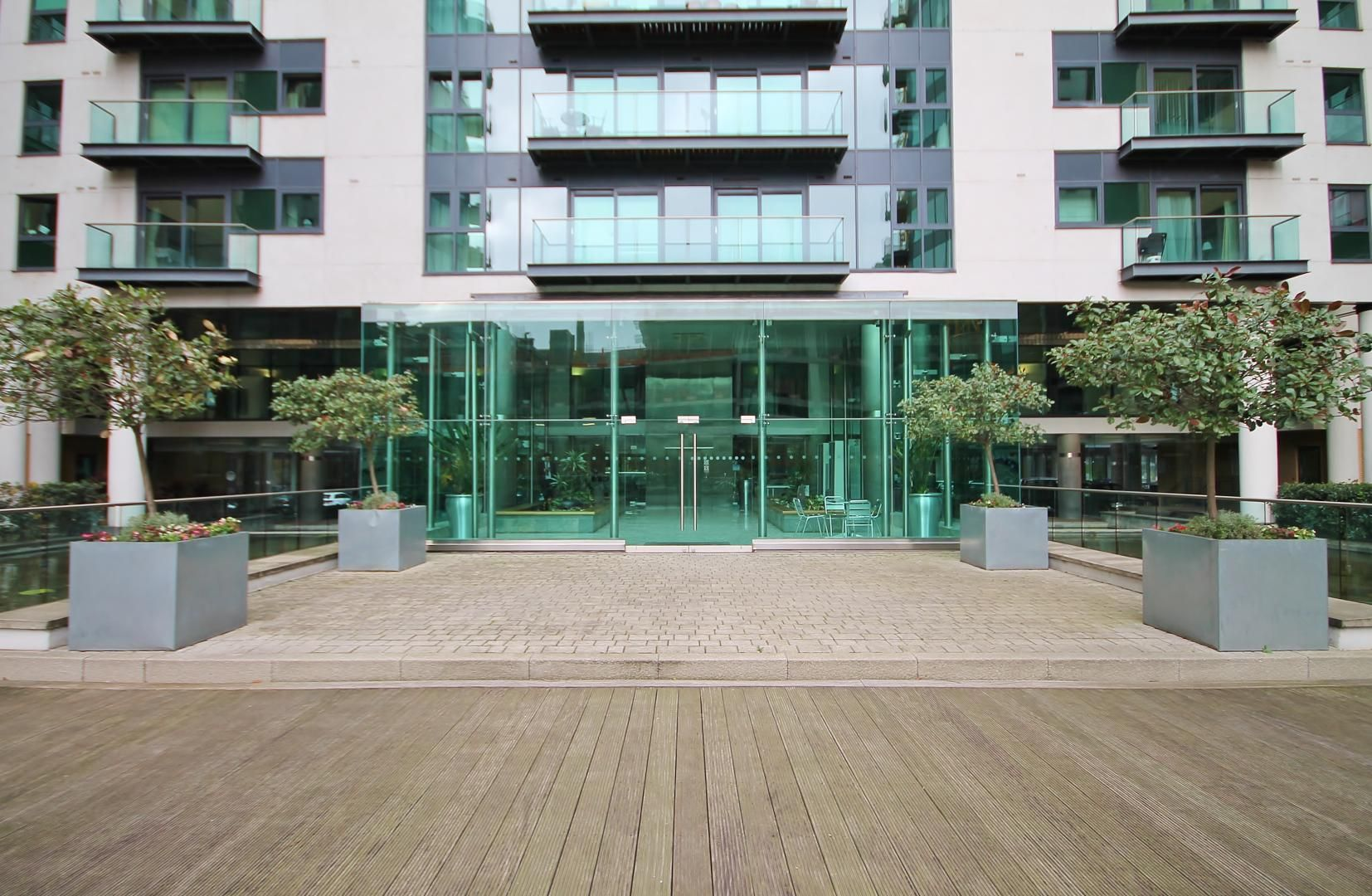 2 bed flat to rent in Millharbour  - Property Image 13