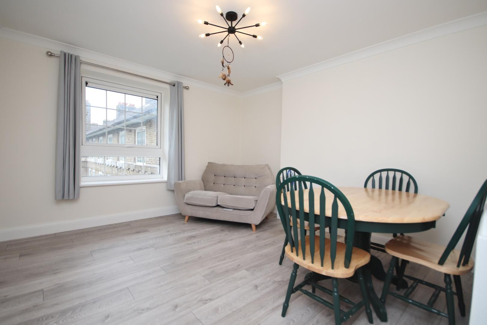 2 bed flat to rent in Montrose House, E14