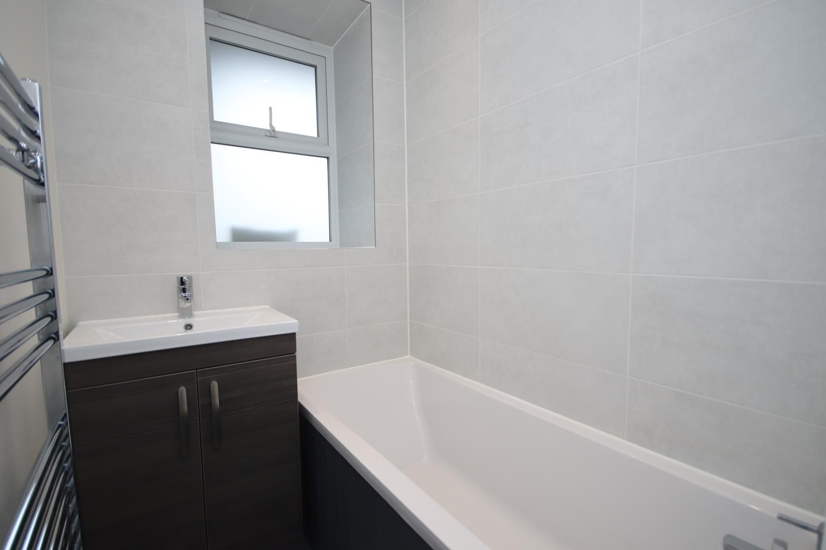 2 bed flat to rent in Montrose House  - Property Image 5