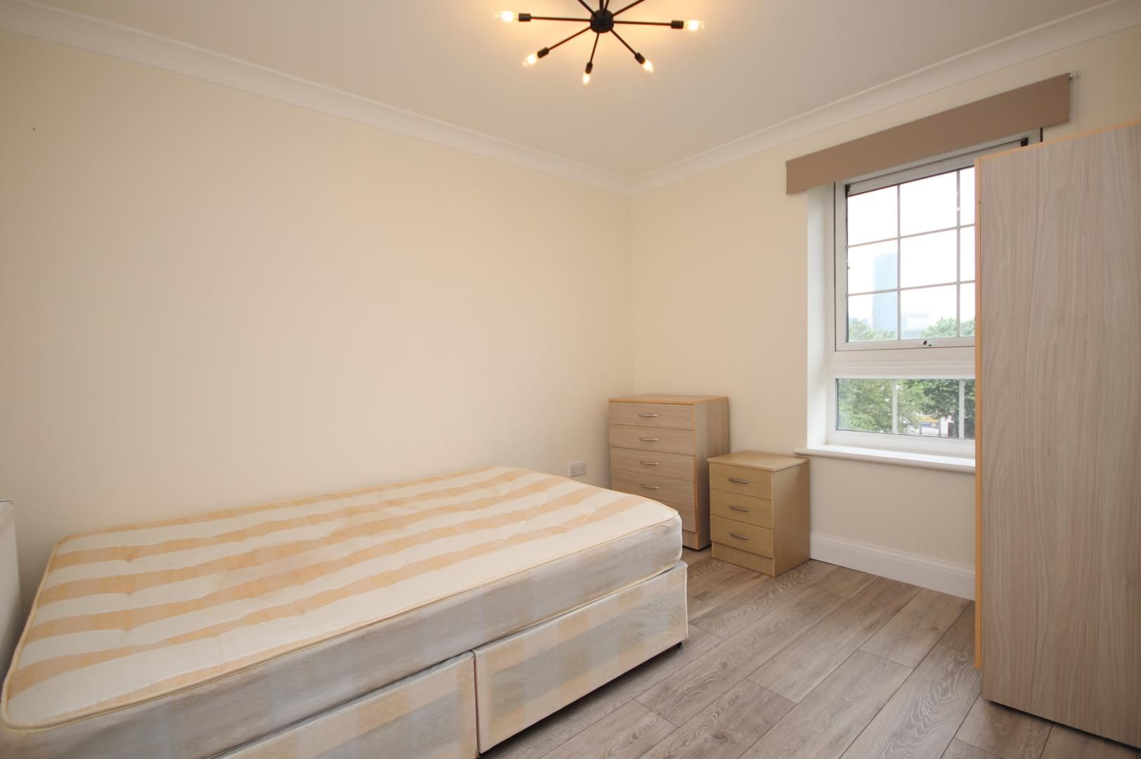 2 bed flat to rent in Montrose House  - Property Image 7
