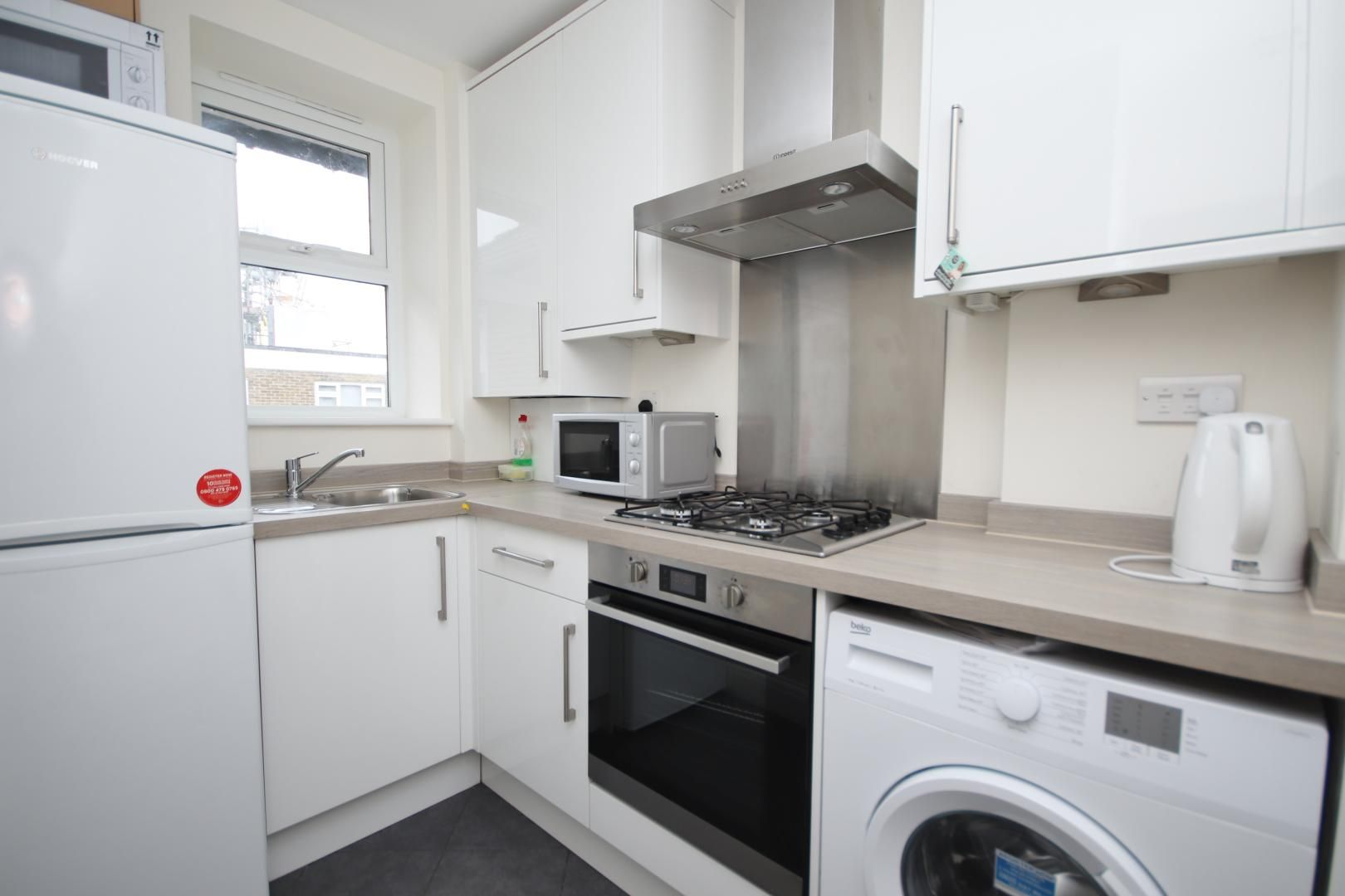 2 bed flat to rent in Montrose House  - Property Image 8