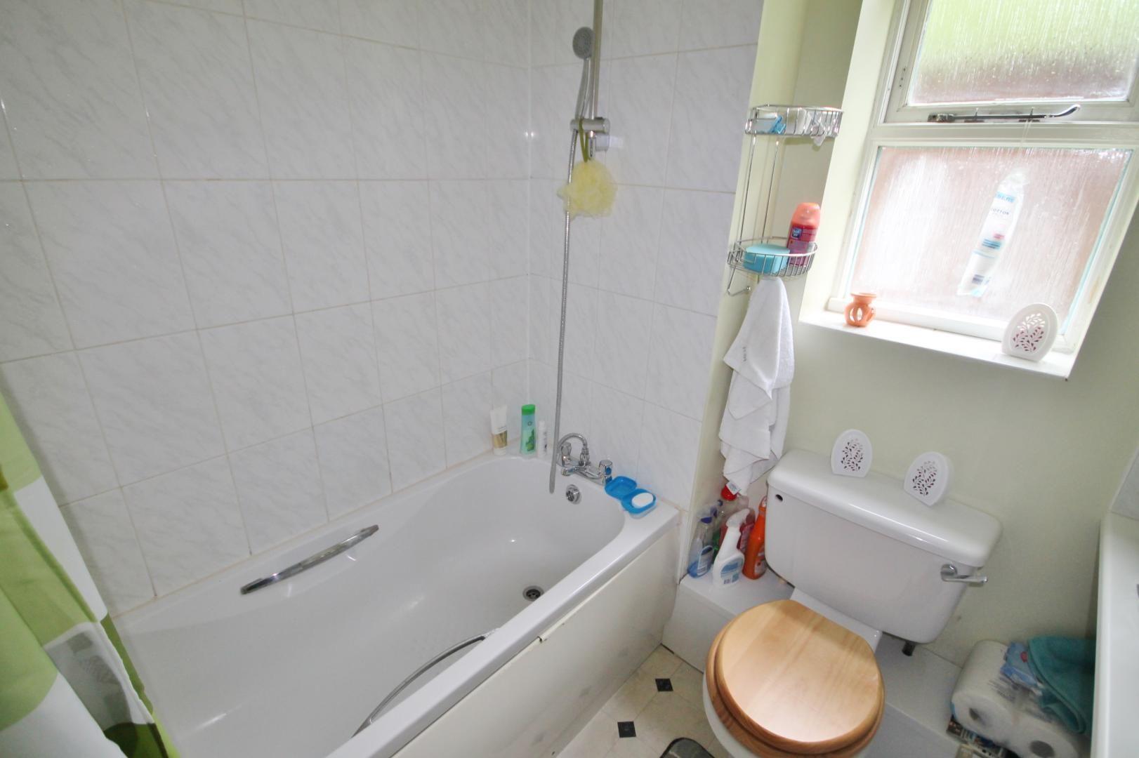 2 bed flat to rent in Stoneyard Lane  - Property Image 6
