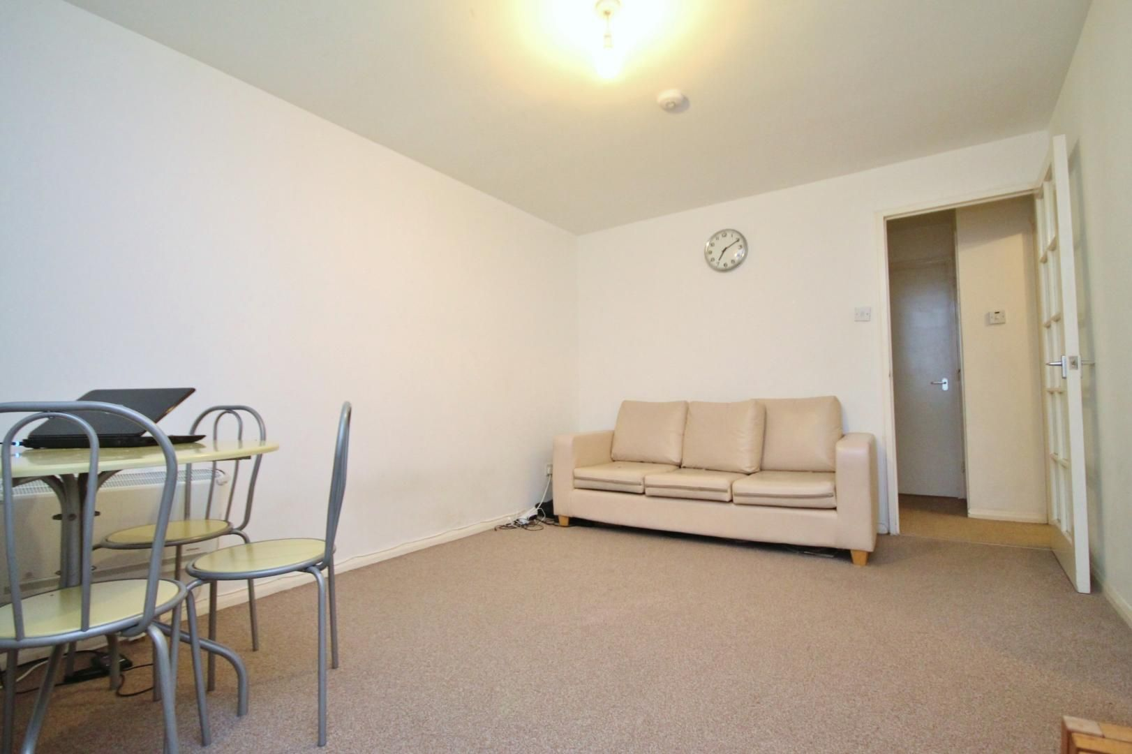 1 bed flat to rent in Telegraph Place  - Property Image 2
