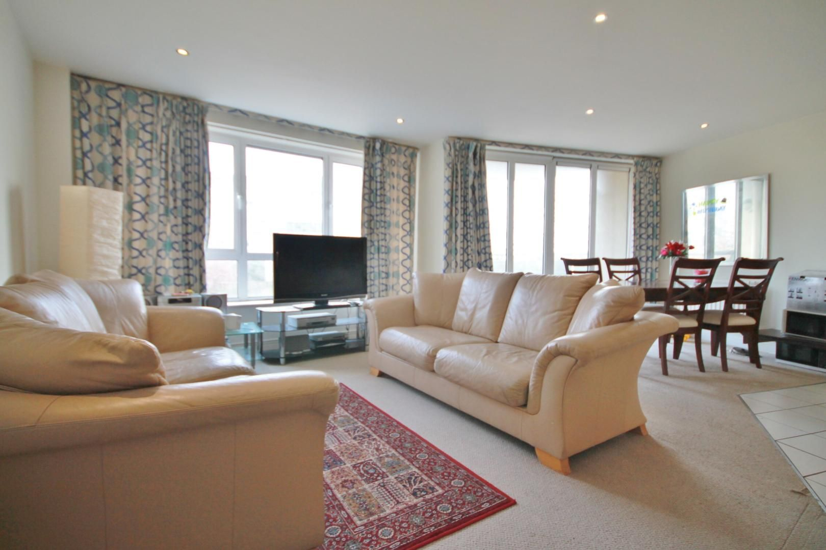 2 bed flat to rent in Wards Wharf Approach  - Property Image 2