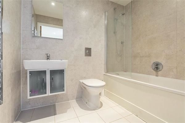 1 bed flat to rent in 14 Western Gateway  - Property Image 4